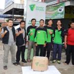 Pimpinan Yayasan DSIM Riyandi Yuhardhono (Paling Kiri) dan Pincab DD Sumsel Defri Hanas (Dua dari Kiri) berpose bersama para relawan sebelum memberangkatan tim DMC ke Muratara, Jumat (1/4/2016).