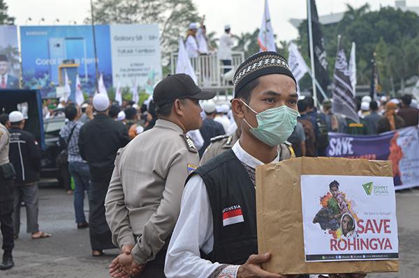 Penggalangan Donasi pada Aksi Solidaritas untuk Rohingya