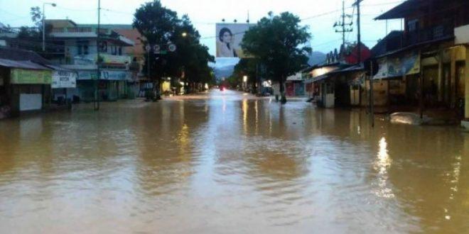 Suasana banjir di Pacitan, Rabu (29/11/2017)/ Antara