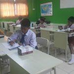 Suasana tes bidang studi calon siswa SMART Ekselensia di SMP IT Izzudin Palembang