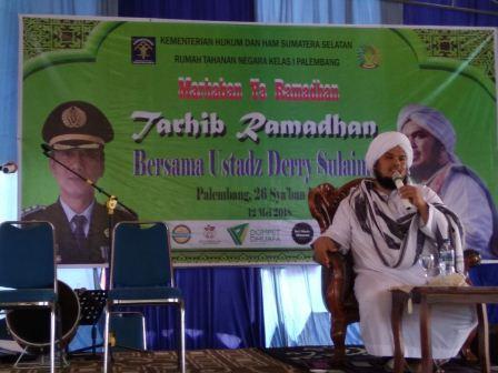 Penyampaian tausiyah Ust. Derry di Rutan Pakjo Palembang, Sabtu (12/5)